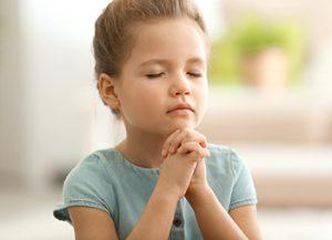 primary girl praying